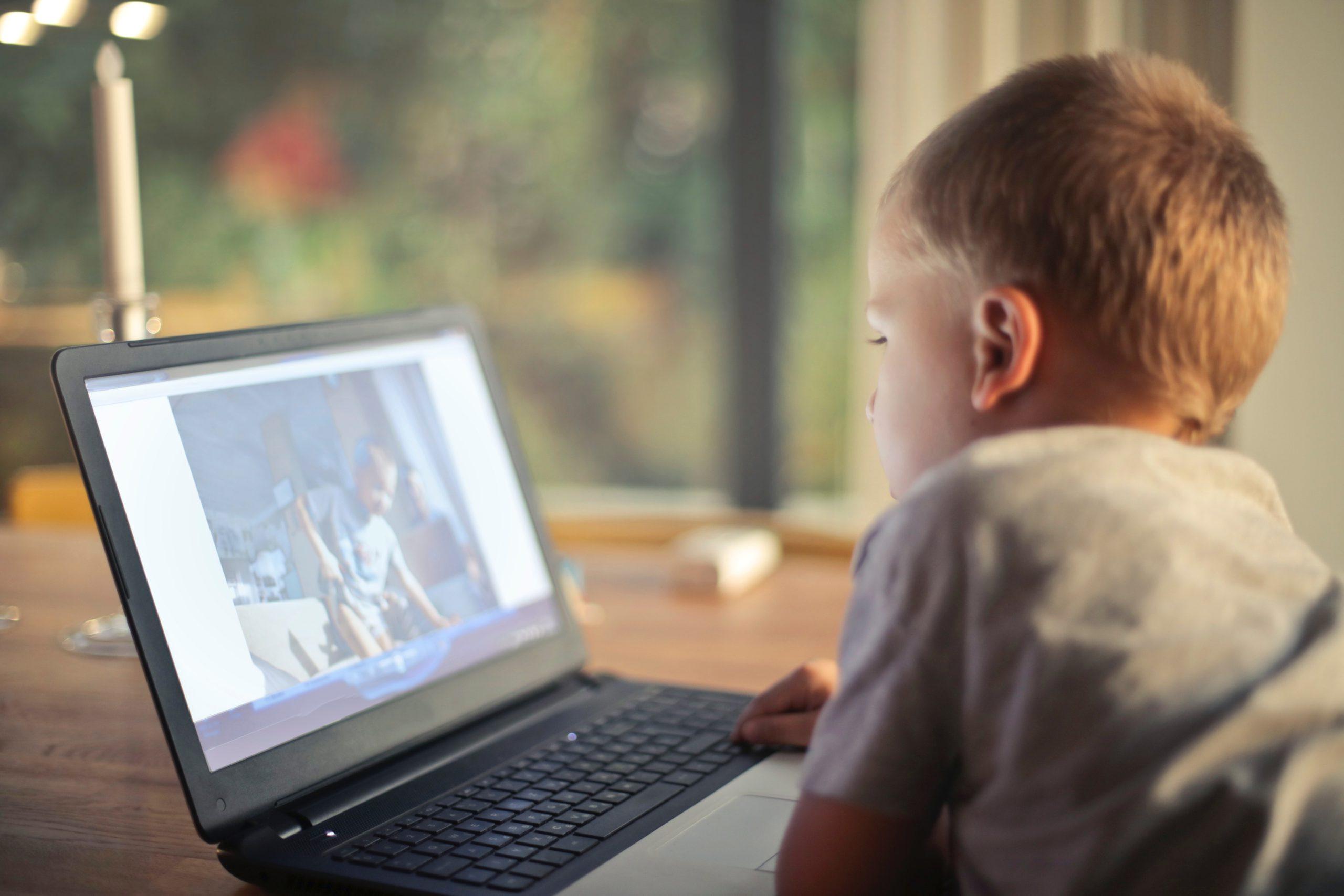 contrôle parental - surveiller vos enfants - prévenir des dangers sur internet