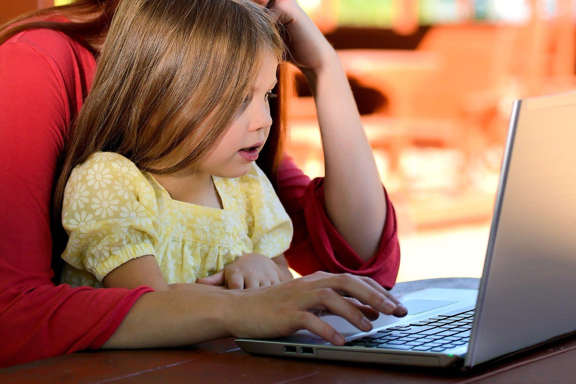 aider son enfant sur internet - avertir des dangers - contrôle parental - protection -
